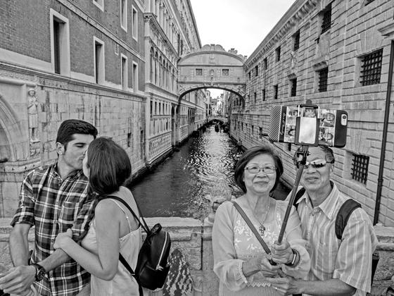 Selfie_Stick_Venice_2017
