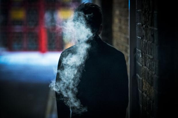 吸烟的厨师