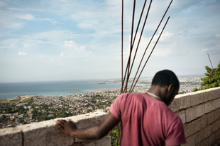 A view over Port au Prince. The extreme vulnerability of the country to natural disasters has triggered internal migration waves from rural to urban areas. Port-au-Prince, half of whose residents were not born there, is the main destination for the thousands of environmental migrants moving around the country each year. Haiti, Port au Prince. 2015.