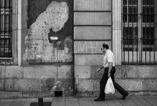 Desconocidos por la calle San Bernardo