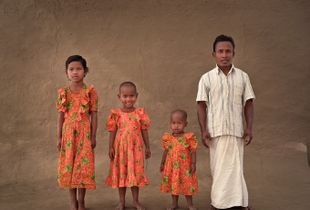 Tagar, 30 with his 3 daughters: Asa, Diti, Prya.