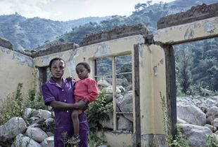 Rachel BIIRA - from a series HOMELESS NURSESraging water, the human factor