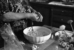 Signora Iole making Pallotte, a 'cucina povera' dish made in the Italian region of Abruzzo