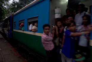 by train to the Yangon´s suburbs