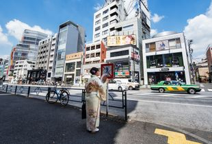 A_woman_in_traditional_kimono_is_waiting_for_a_Taxi_on_Omotesando_Boulevard__Tokyo__Japan_Photo-27.jpg
