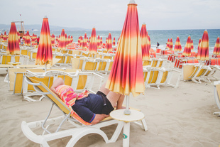 A Day at the Beach (Summer in Sicily). © Turi Calafato. Chosen for the LensCulture Street Photography Awards Top 100.