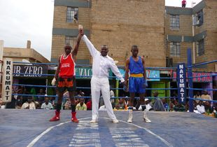 Sylvester Mulinge (Kahawa - in red) won against Denis Musasia (Kibera - blue).