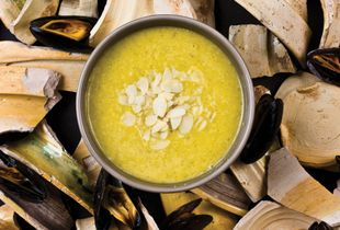 Leak soup with mussels and almond milk, ca.1390