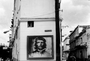 Che's portrait in a neighborhood in La Havana