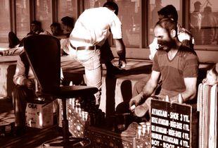 ISTANBUL,2011-Pulitore di scarpe