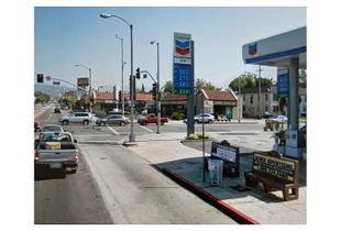 Beverly Boulevard and La Brea Avenue, Los Angeles, California     © Pep Ventosa