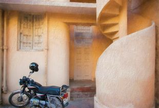 Muted Deco: Lost glitz in New Delhi's lanes.