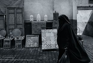 Jean-Huang_Woman-in-Medina-Fes-Morocco