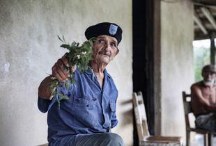 Manuel with plant_rural Cuba 2016