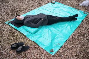 Hanami Sleep. © Anja Engelke. Chosen for the LensCulture Street Photography Awards Top 100.