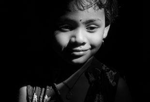 LITTLE GIRL OF AGRA