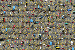 Global Village: Hong Kong Traffic. © Nancy Lee. Chosen for the LensCulture Street Photography Awards Top 100.