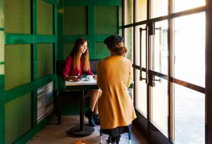 Café. Hommage à Hopper