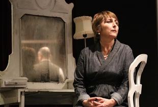 Theatre (I). Jean Cocteau, Les parents terribles. Teatro Oscar, Milano, February 2016