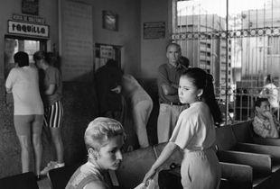 """Los aretes que le faltan a la luna...."" Sancti Spiritus, Cuba 1999"