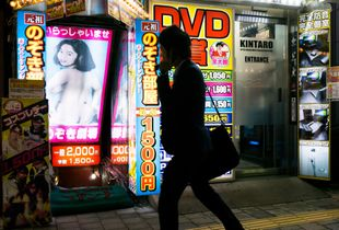 Peep show establishment in Kabukichō and a passer-by peeping in.