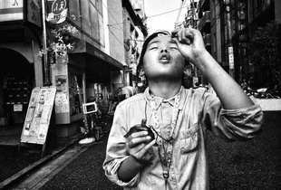We Are the Street. © Chulsu Kim. Chosen for the LensCulture Street Photography Awards Top 100.