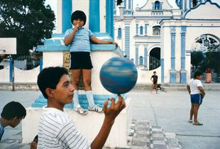 "Tehuantepec, Oaxaca, 1985. From the book ""Alex Webb: La Calle (Aperture/Televisa Foundation, 2016)"