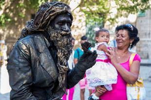 Street Preformer in Cuba
