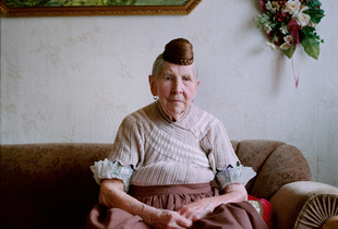 Anna Pawelczyk (1921-2015) in her everyday outfit. Schaumburger Land, 2010.
