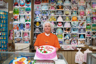 VALENCIA BAKERY: 'Head Decorator Nancy'
