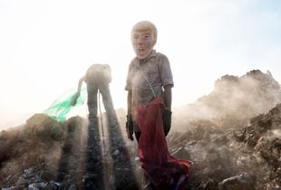 A young potential trump collecting cans in a landfill in Reynosa, Tamps.