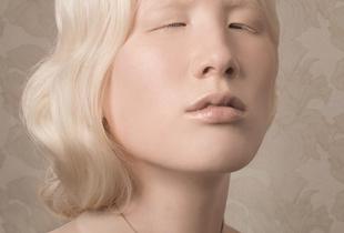 Nude (Reach) © Justine Tjallinks. Winner, LensCulture Portrait Awards 2016.