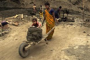CHILDREN WORKING IN BRICK KILN_1.JPG