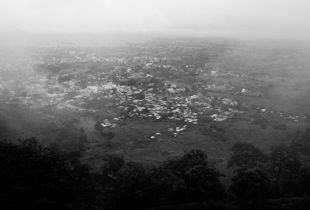 A town nearby the indestructible ancient Deogiri Daulatabad Fort.