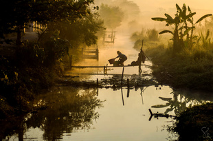 The morning light from Inle lake