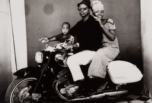 © Malick Sidibé, The whole family on a motorcycle, 1962, gelatin silver print, 50 x 60 cm. Courtesy of Fifty One Fine Art Photography.