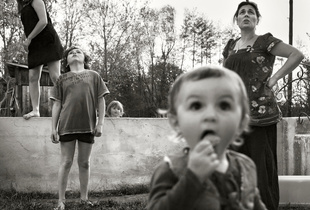 La Famille. © Alain Laboile. Chosen for the LensCulture Street Photography Awards Top 100.