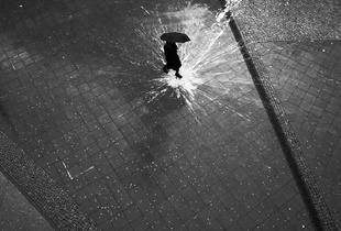 Hotspot Berlin. © Dirk Anton Reichart. Chosen for the LensCulture Street Photography Awards Top 100.