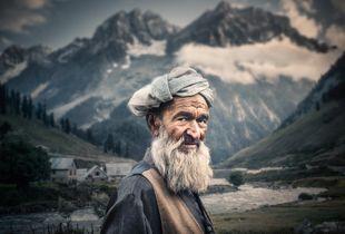 Kashmir. Finalist, LensCulture Portrait Awards 2015.