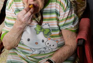 A Few Hours In The Life Of A 92-Year-Old Woman_01