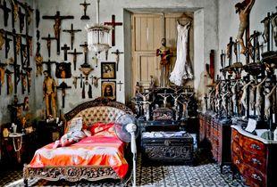 """Grandmother 's room"""