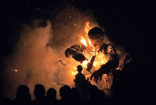 Burning effigy of David Cameron, Cliffe Bonfire Society, Lewes, Sussex © Sara Hannant