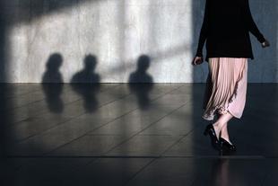 Rambling in Wonderland © Melissa Breyer. Chosen for the LensCulture Street Photography Awards Top 100.