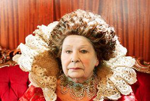 Rita Jury, 84, Cate Blanchett as Queen Elizabeth in the film 'Elizabeth' © Ryoko Uyama