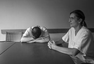 Hospice di Como, Italy. Cure palliative e malati terminali. Infermieri si riposano dopo il loro turno di lavoro
