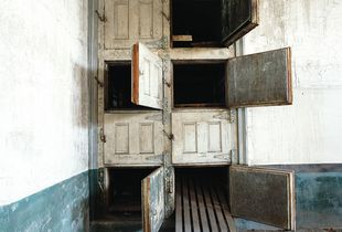 Mortuary, hospital wing, Ellis Island, USA © Dan Dubowitz