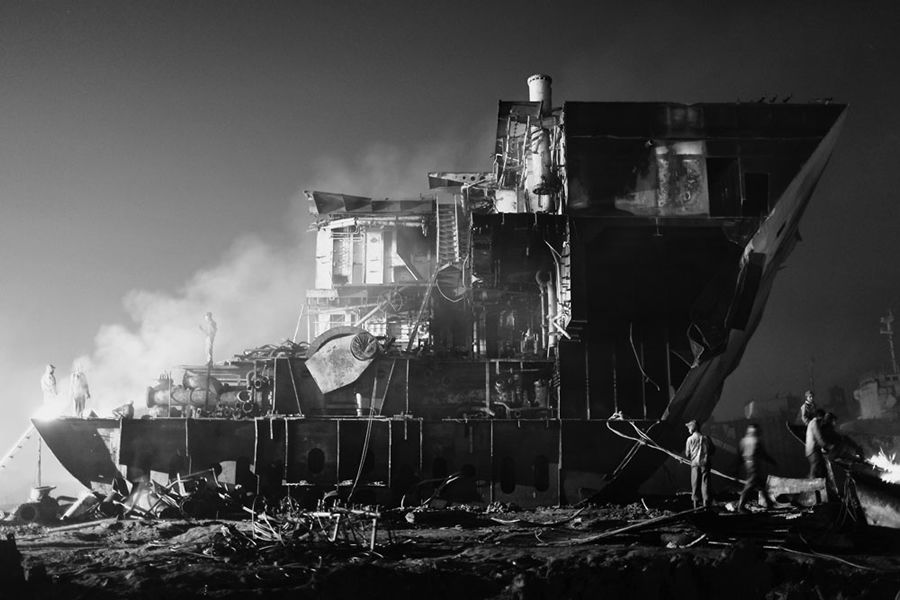 shipbreaking photographs and text by pierre torset lensculture. Black Bedroom Furniture Sets. Home Design Ideas