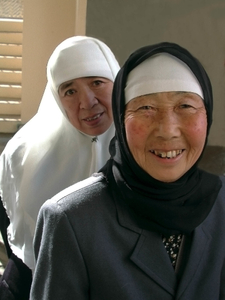 MUSLIM SISTERS NURSES HELPING THE NEEDY