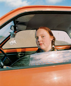 Annika in the car © Eva Persson