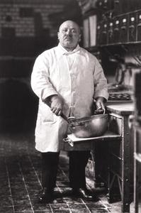 Baker, 1928 © August Sander